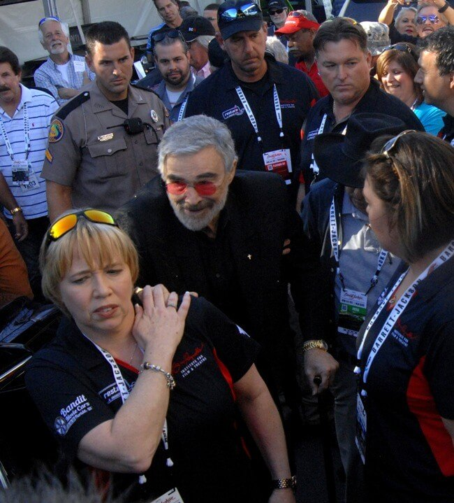 Burt Reynolds leaves the Barrett-Jackson Palm Beach Auction on April 7, 2017