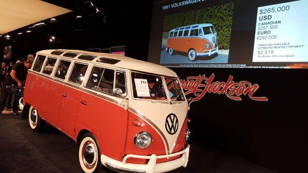 1961 Volkswagen 23-Window Deluxe Microbus (Lot #711) - $291,500