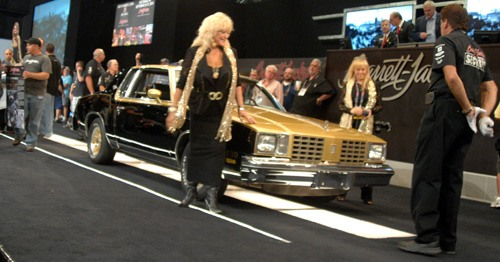 Linda Vaughn presents the Oldsmobile Cutlass for auction